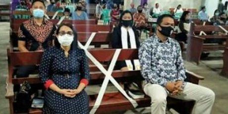 Sekretaris Daerah David Lalandos Beribadah Bersama dengan Jemaat Imanuel Wawali