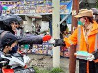 KBPP Polri Sulut Berbagi Hand Sanitizer, Warga: Pilih Kasih!