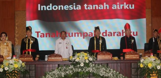 Eman-Sompotan Ikut Rapat Paripurna DPRD Dalam Rangka HUT ke-17 Kota Tomohon