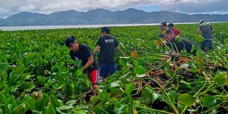 Ratusan Orang 'Serbu' Danau Tondano, Mahasiswa KKN IAKN Ikut Berbaur