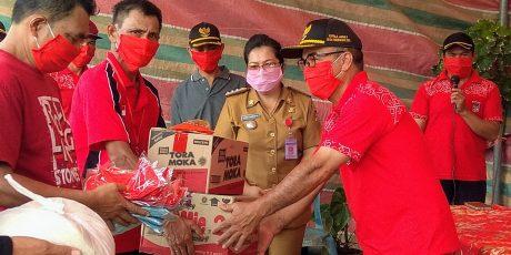 Hore..! Disaksikan Camat Eightmi, 242 KK di Desa Tondegesan Dua Terima Paket Sembako