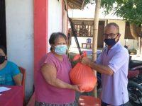 Peduli Warga Terdampak Virus Corona Pemerintah Desa Molompar Utara Salurkan Bansos