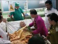 Bersama Uskup Manado, Wawali SAS Besuk Pasien di RS Gunung Maria Tomohon